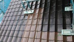 足立区工務店。屋根の塗装工事、天気が良いとはかどります。